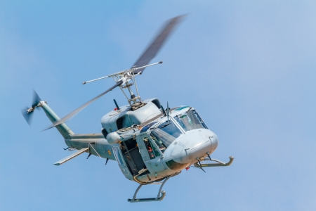 augusta: C�DIZ, ESPA�A-09 de septiembre: El helic�ptero Augusta Bell 212 que participan en una exposici�n en el sal�n aeron�utico de 5 de C�diz el 09 de Sep de 2012, en C�diz, Espa�a