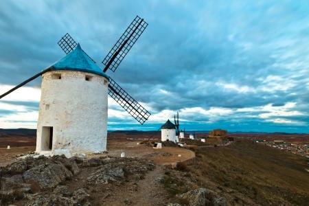 don quijote: Molinos de viento típicos de la región de Castilla la Mancha