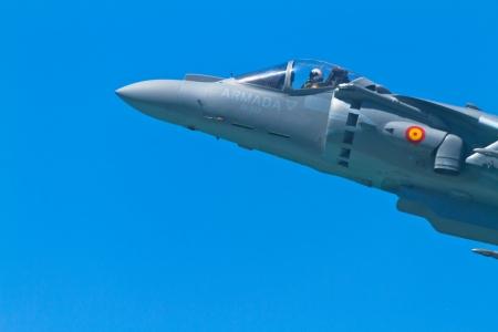 pilotos aviadores: CADIZ, Espa?a-SEP 11: Aviones AV-8B Harrier Plus que participan en una exposici?n en el airshow IV de C?diz el 11 de Sep, 2011, en C?diz, Espa?a