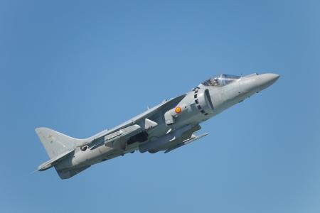 pilotos aviadores: CÁDIZ, ESPAÑA-12 de septiembre: Aviones Harrier AV-8B Plus participar en una exposición en el salón aeronáutico de tercero de Cádiz el 12 de Sep de 2010 en Cádiz, España