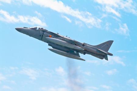 pilotos aviadores: MALAGA, ESPAÑA-28 de mayo: aviones AV-8B Harrier Además de tomar parte en una exposición en el día de las fuerzas del ejército español el 28 de mayo de 2011, en Málaga, España