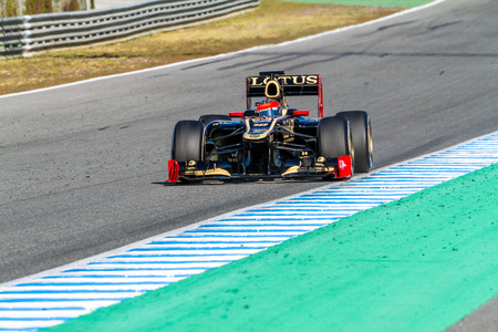 jerez de la frontera: JEREZ DE LA FRONTERA, SPAIN - FEB 10: Romain Grosjean of Lotus Renault F1 races on training session on February 10 , 2012, in Jerez de la Frontera , Spain