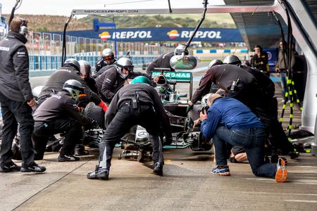 ヘレス ・ デ ・ ラ ・ フロンテーラ、スペイン - 2 月 03日: ニコ ・ ロズベルグ メルセデス AMG ペトロナスの F1 のピットに入る 2015 年 2 月 3 日、スペ 報道画像