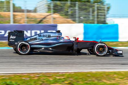 2015 年 2 月 4 日、スペインのヘレス ・ デ ・ ラ ・ フロンテーラでのトレーニング セッションにマクラーレン ・ ホンダの F1 レースのヘレス ・ デ