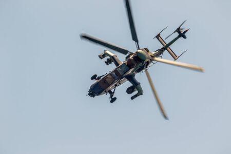 TORRE DEL MAR, MALAGA, SPAGNA-LUG 28: Elicottero Eurocopter EC665 Tiger prendendo parte a una mostra sul 2° airshow di Torre del Mar il 28 luglio 2017, a Torre del Mar, Malaga, Spagna