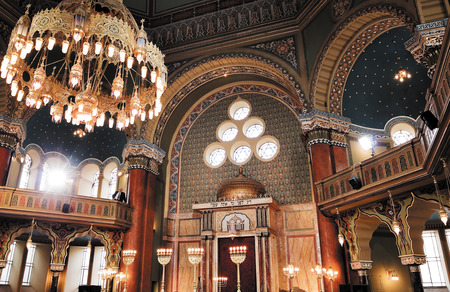 gerestaureerd interieur van de synagoge in Sofia, Bulgarije