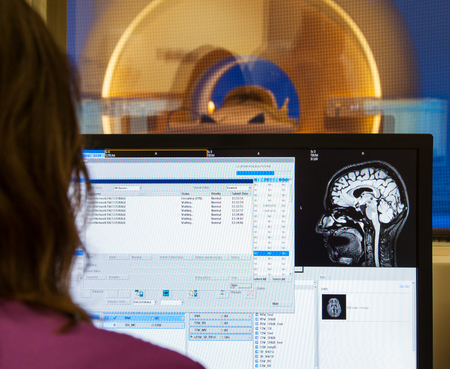 Scanner Gehirn MRI Röntgen Krankenhaus Standard-Bild - 69079391