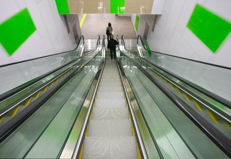 모션 에스컬레이터 계단 지하철 지하철