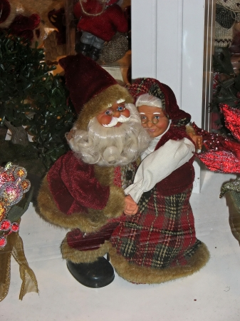 Santa Claus start of road and part from spouse