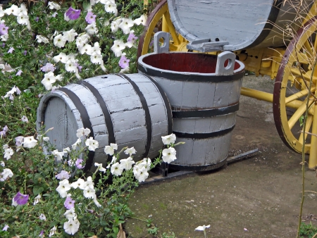 Old vessels for manual production on new wine