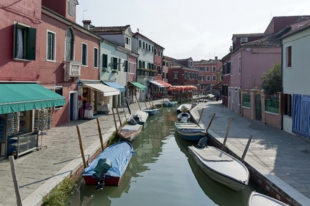 trave: Colorful houses and canal on Burano island, near Venice, Italy