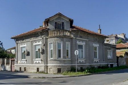 corner of house: Razgrad town, street and house. Old corner house with balcony, Bulgaria Stock Photo