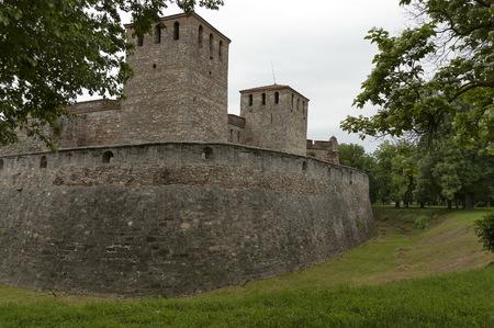Outside view of the medieval fortress Baba Vida  at Danube River in Vidin town, Bulgaria Imagens - 81527627