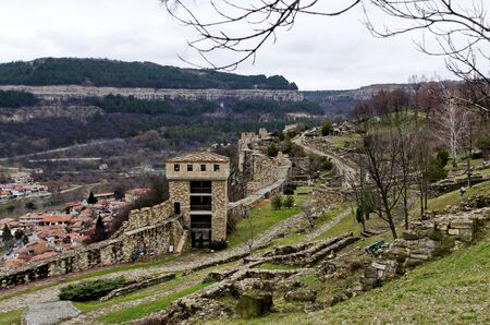 Springtime panorama of a ruins of Tsarevets, medieval stronghold located on a hill with the same name in Veliko Tarnovo, Bulgaria, Europe 写真素材 - 134766863