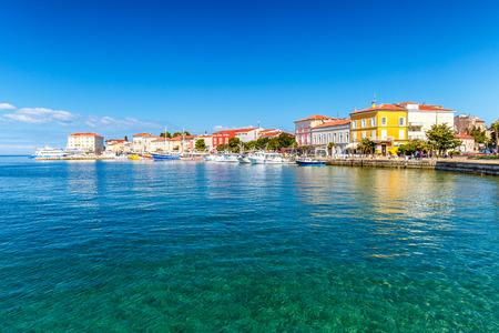 Porecstad en haven op Adriatische overzees in Kroatië, Europa. Stockfoto - 93879226