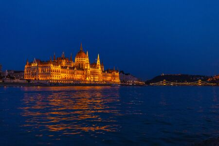 The Hungarian Parliament Building, a notable landmark of Hungary in Budapest at a blue hour after sunset. Stockfoto