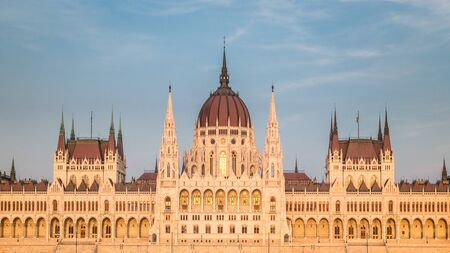 The Hungarian Parliament Building, a notable landmark of Hungary in Budapest. View of the main facade in the sunset. Stockfoto