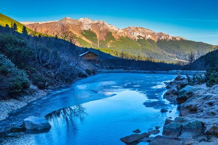 Frozen mountain valley at late autumn period. The Valley of the Green Lake in The High Tatras National Park, Slovakia, Europe. Stockfoto