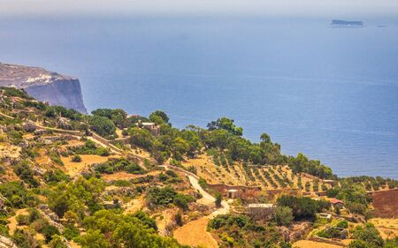 The Dingli Cliffs on Malta island with a view of uninhabited isle of Filfla. Stockfoto