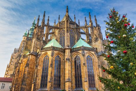 The eastern facade of St. Vitus Cathedral in Prague at Christmas time, Czech Republic, Europe. Stockfoto