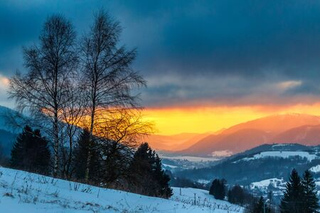 Winter mountain landscape at sunset. The Mala Fatra national park in Slovakia, Europe. Stockfoto