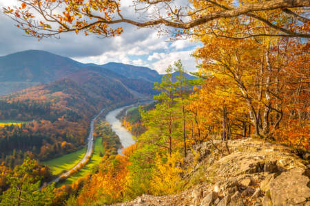 Autumn landscape with the Vah river. The Mala Fatra national park, Slovakia, Europe. Stockfoto