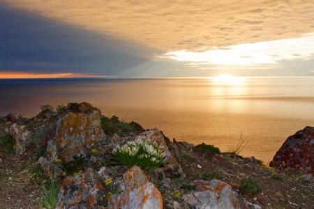 horison: The sun rises over a peaceful lake in Siberia Stock Photo
