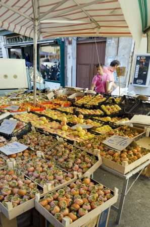 PALERMO, SICILY, ITALY - OCTOBER 3, 2012: Buyers and sellers in a street market of fruits and vegetables, on October 3, 2012 in Palermo, Italy Stock Photo - 15850184