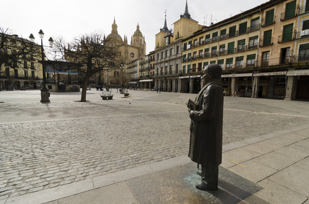 segovia: SEGOVIA, SPAIN - MARCH 3, 2013: Statue in honor of the Spanish poet Antonio Machado in the main square of Segovia, Spain