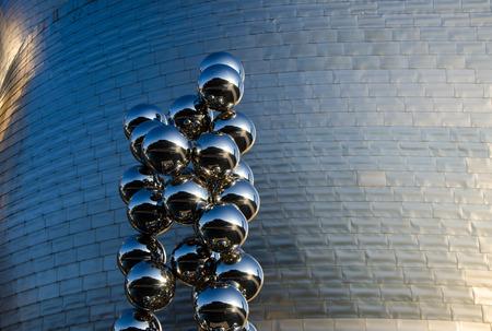 モダンアート: BILBAO, SPAIN - JULY 4, 2013: Details of the Guggenheim Museum on July 4, 2013 in Bilbao, Spain. This Museum is dedicated exhibition of modern art and was designed by Frank Gehry.