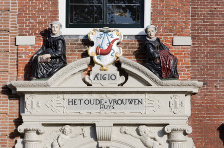 hoorn: HOORN, THE NETHERLANDS - OCTOBER 22: Architectural detail on the facade of a house built in 1610,  on October 22, 2013 in Hoorn, The Netherlands Editorial