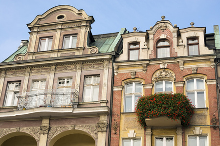 row of houses: POZNAN, POLAND - OCTOBER 24, 2014: Renovated Merchants Row houses in the Old Market Square in Poznan, Poland