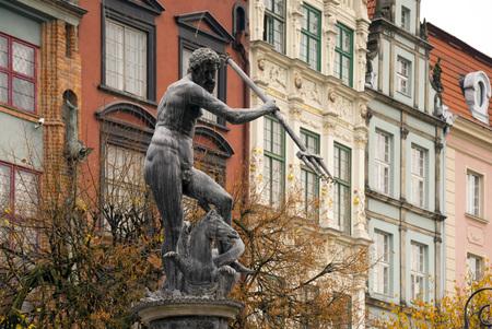 neptuno: Punto de referencia de Gdansk - fuente de Neptuno en el centro histórico de la ciudad.