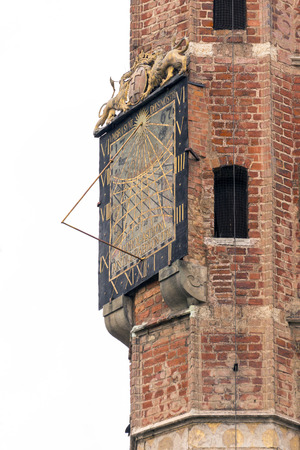 reloj de sol: Reloj de sol en el Ayuntamiento en Gdansk (Polonia) Editorial