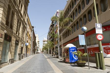 santa cruz: SANTA CRUZ, TENERIFE, SPAIN - JUNE 21, 2015: Downtown street in Santa Cruz, capital of Tenerife