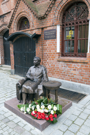 freedom fighter: TORUN, POLAND - OCTOBER 23, 2014: Statue of  Elzbieta Zawacka, known also by her wartime nom de guerre Zo, was a Polish university professor, scouting instructor, SOE agent and a freedom fighter during World War II. She was also a Brigadier General of the Editorial