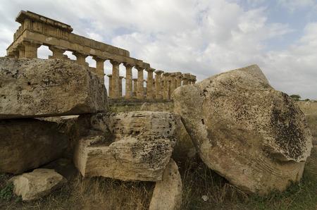 templo griego: ruinas de un templo griego en Selinunte, Sicilia