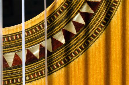 marqueteria: Primer plano de una guitarra clásica