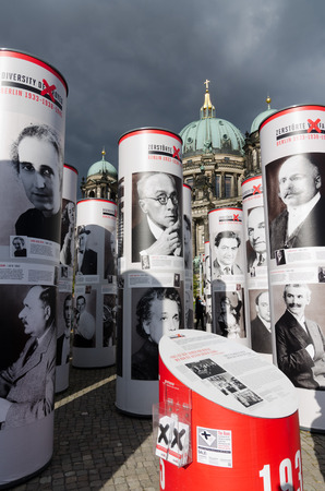diversidad cultural: Al Aire Libre de Exposiciones: La destrucción de la diversidad cultural floreciente que surgió en 1920 de Berlín comenzó inmediatamente después de la adhesión de los nazis al poder el 30 de enero 1933.