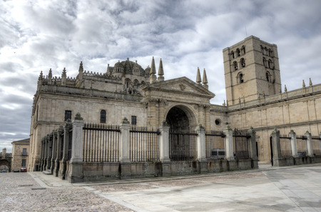 romanesque: Cathedral of Zamora, Spain. Its architecture is Romanesque Stock Photo