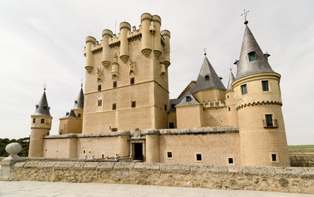 This Alcazar, a castle-palace, lies in the walled city of Segovia in the province of Segovia in Spain. Its one of the most famous castles in Spain due to the fact that a lot of Spanish kings resided here and because of its beautiful exterior.