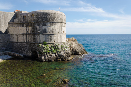 edad media: The city walls of Dubrovnik date back to the Middle Ages, and were completed as you see them today in the 14th Century. Foto de archivo