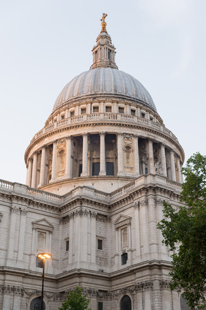 st pauls: St Pauls Cathedral locates at the top of Ludgate Hill in the City of London