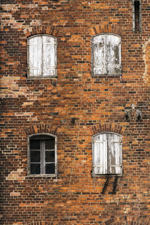 paredes de ladrillos: ladrillo en algunos viejos almacenes abandonados