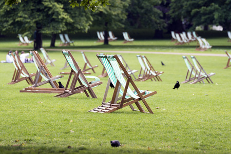 deck chairs: Deck chairs in St. Jamess  Park, London Stock Photo