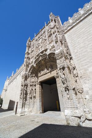 plateresque: Decorative plateresque facade of Colegio de San Gregorio museum in Valladolid, Spain