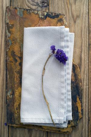 quartzite: dried flower on a blue linen and a slice of quartzite
