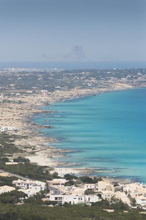 es: Formentera island, Spain. View on northern rocky coastline. On the horizon is Es Vedra