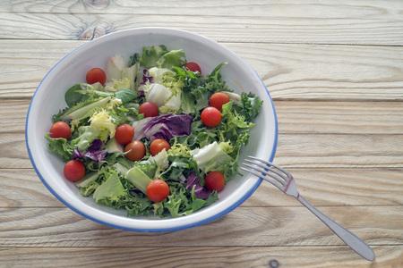 escarola: Ensalada mixta con tomates cherry, lechuga, escarola, berros ...