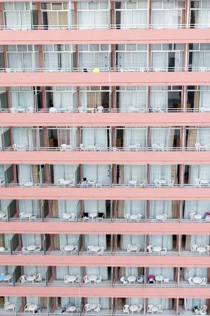squatter: Pinhk hotel balcony